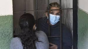 """Prisión preventiva para Jeanine Áñez en Bolivia: qué es el caso """"golpe de  Estado"""" y por qué genera controversia en el país - BBC News Mundo"""